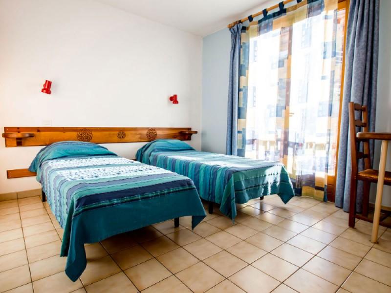 Deuxième chambre avec deux lits simples de 80