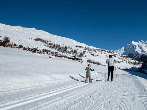 Des moments de partage en famille sur les pistes de ski de fond de Saint-Véran